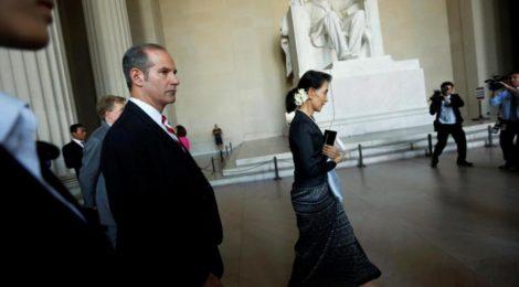 Birmania, la difficile transizione un anno dopo la vittoria del partito di Aung San Suu Kyi