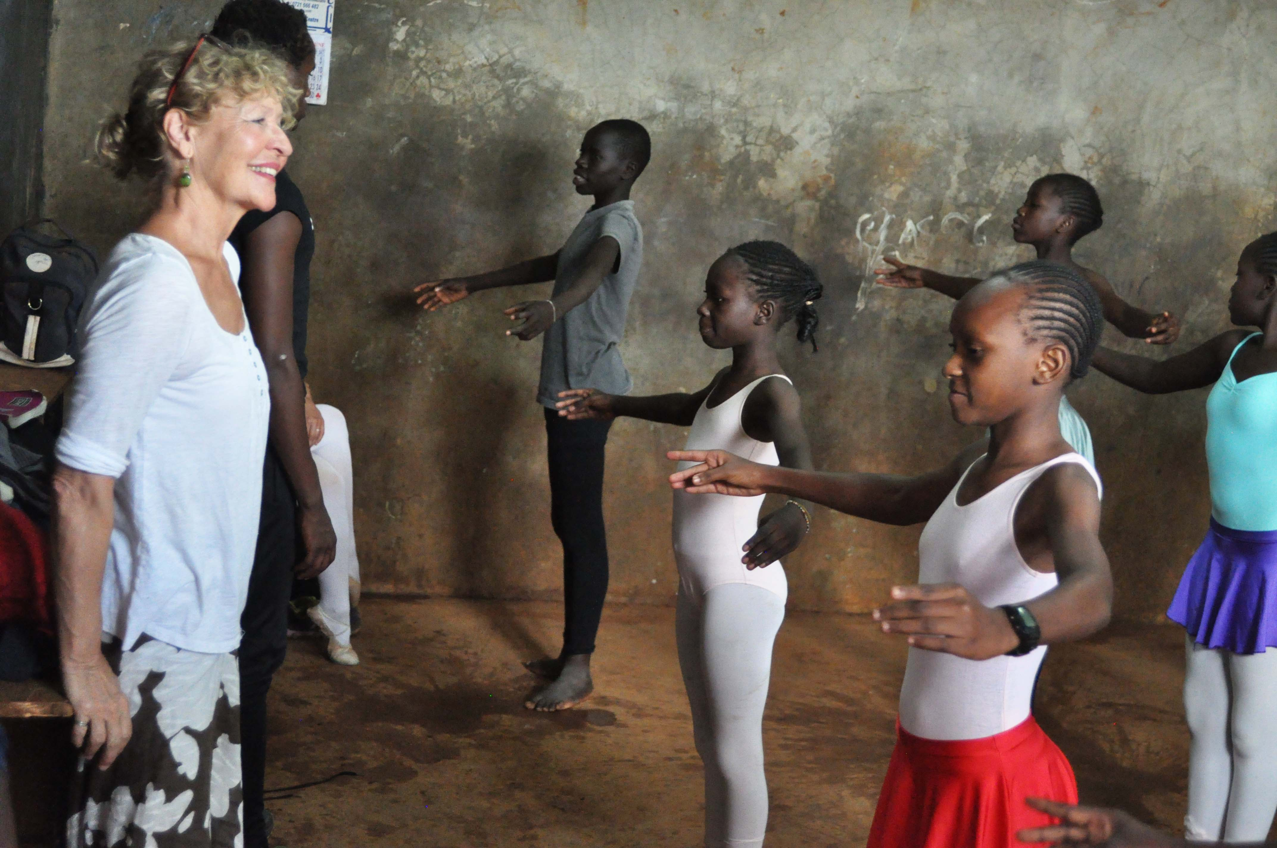 Anna-teaching-ballet-Kibera