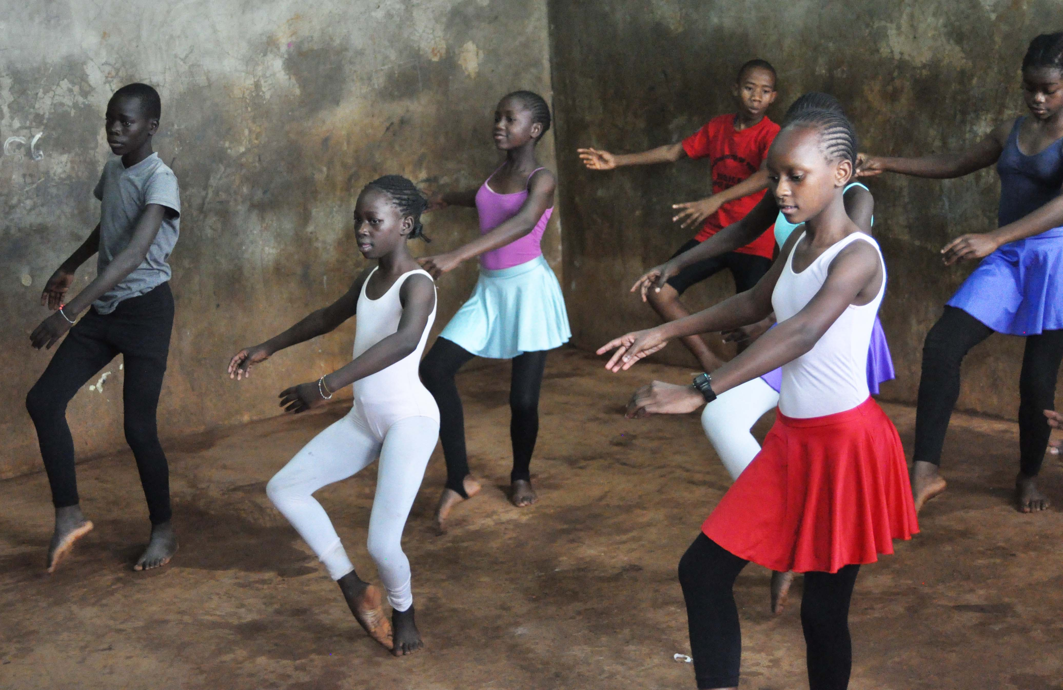boys-girls-ballet-kibera