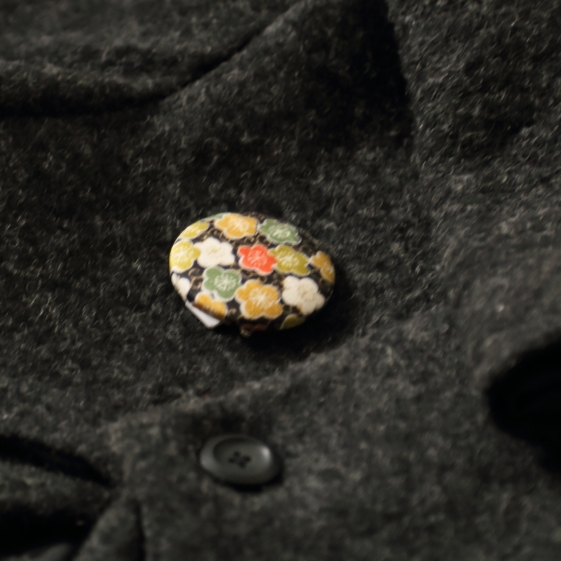 watalis-pin-flower-black-details-orizzontinternazionali