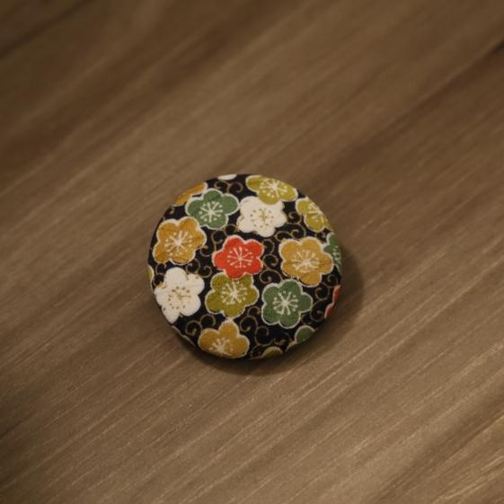 watalis-pin-flower-black-orizzontinternazionali