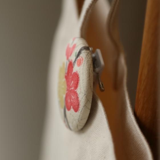 watalis-pin-flower-white-detail-orizzontinternazionali