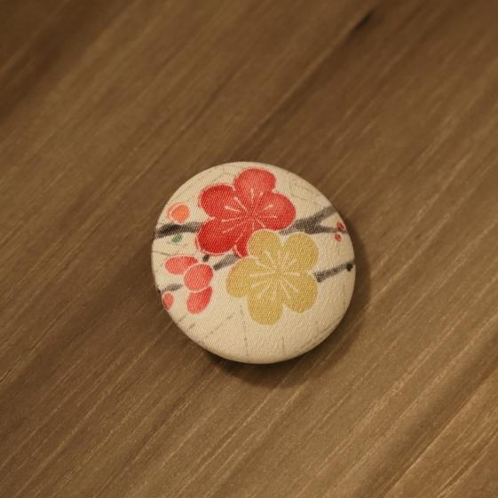 watalis-pin-flower-white-orizzontinternazionali