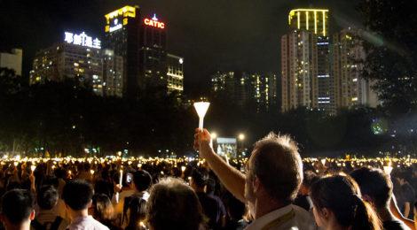 Tiananmen-manifestazione-Hong-Kong-rassegna-orizzontinternazionali