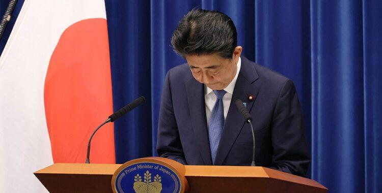 Abe_Bowing_Resignation
